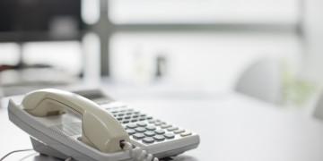 電話の引越し:固定電話や携帯電話の解約・移転の手続きや費用について